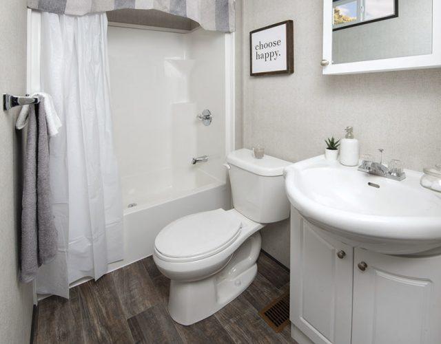 Northlander Reflection Park Model Cottage | Bathroom